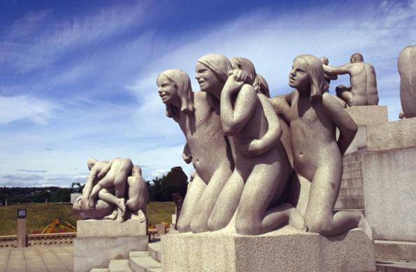 5.12 Noruega Estatuas 332